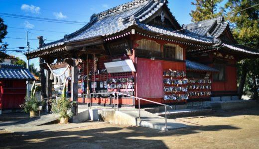 【子ノ権現神社(子神社)】足腰がよくなるよう、わらじに願いを込めてお祈り