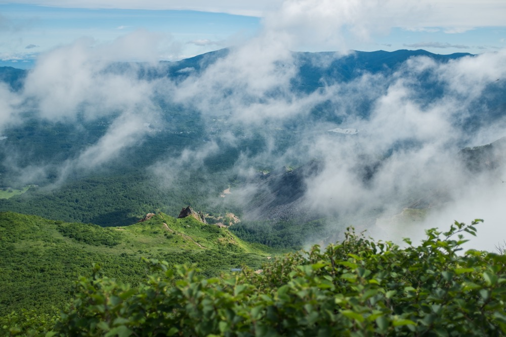 【磐梯山 登山と写真】天気がよく霧もほどよくバンザイ山